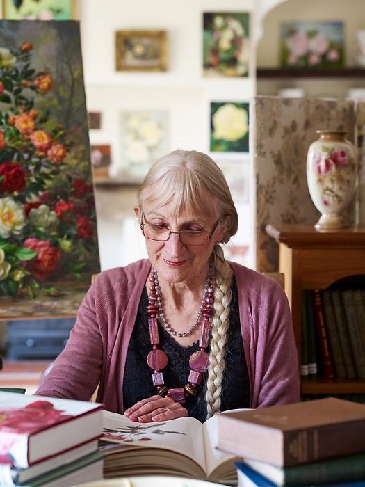 Dr Elizabeth Perks